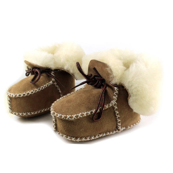 Beautiful, premium-quality baby booties with genuine sheepskin and wool that naturally moulds to baby's feet. These warm sheepskin booties are finished off with a sheepskin collar and bow.