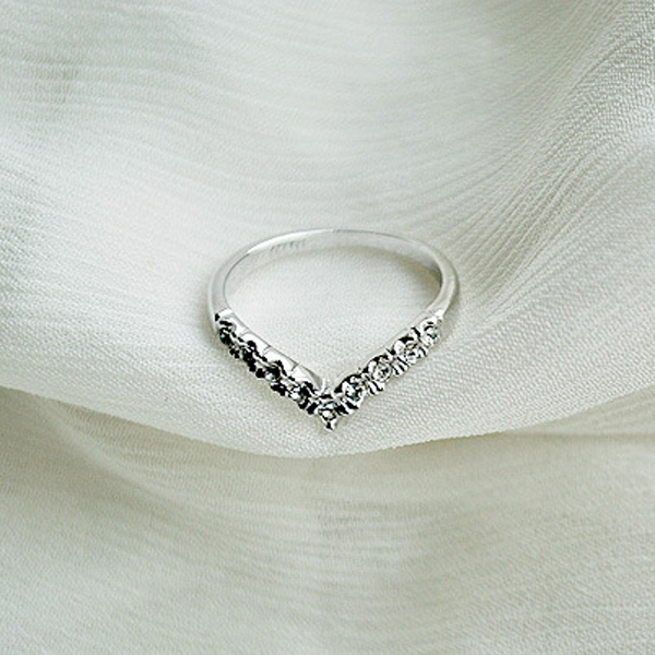 New Fashion Charming V Shaped Shining Rhinestone Crystal Knuckle Ring Gift